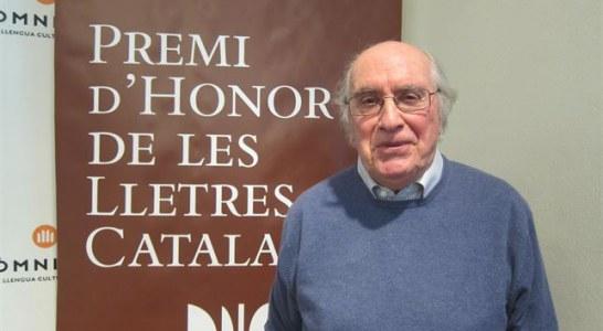 JOAN VENY, Premi d'Honor de les Lletres Catalanes.  L'Obra Cultural Balear felicita el filòleg campaner Joan Veny i Clar, que ha rebut avui el Premi d'Honor de les Lletres Catalanes.