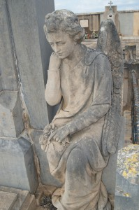 cementeri detall àngel