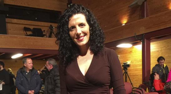 Maria Escalas recita fragments de Sara i els silencis en música de fons