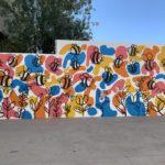 Un mural reivindica el paper dels pol·linitzadors a l'IES Damià Huguet